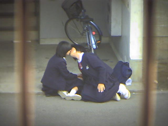 制服姿のロリJSがリアルな日常生活の画像