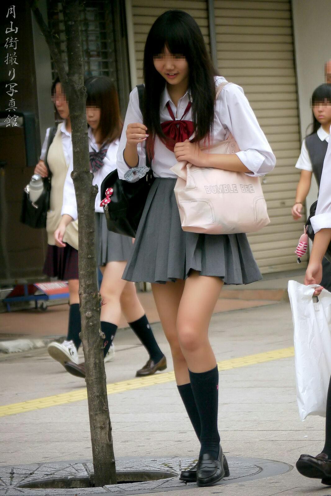 季節の変わり目にJKの制服姿が変化する街撮り画像wwwwwww WvVK8RR