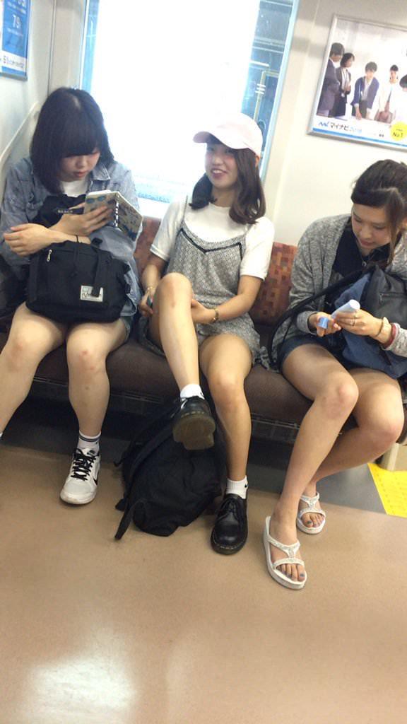 若くて元気な女子高生がはしゃぐ姿はどれも可愛いです。 XTaCse3