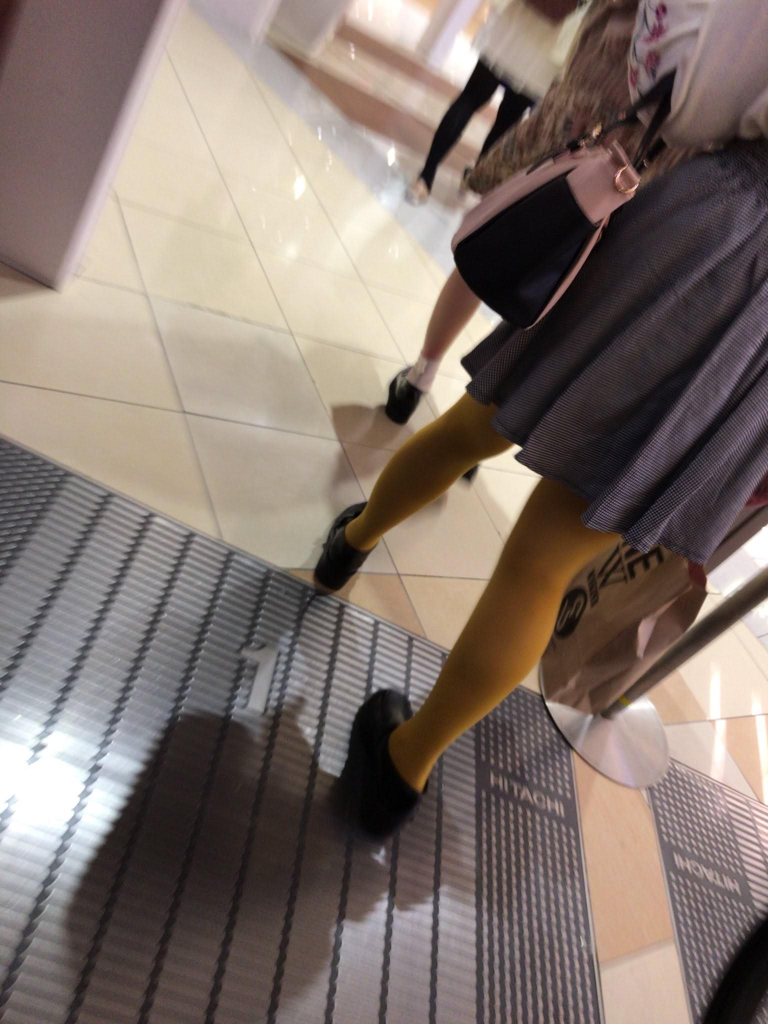 ストッキングを履く女の子について熱く語ろう。 Xiuy58Y
