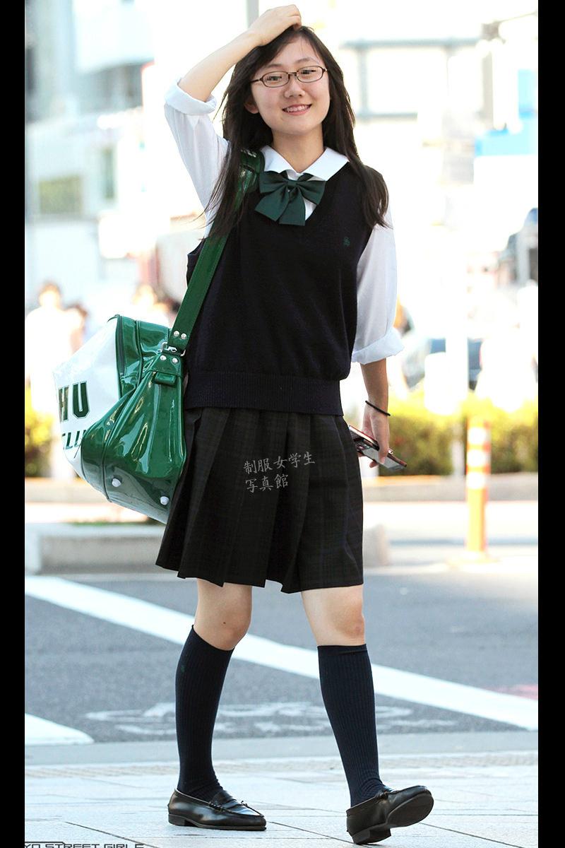 若くて元気な女子高生がはしゃぐ姿はどれも可愛いです。 aIo2CXP