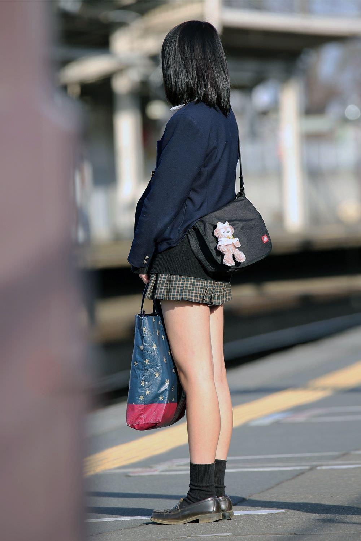 季節の変わり目にJKの制服姿が変化する街撮り画像wwwwwww brQvliu