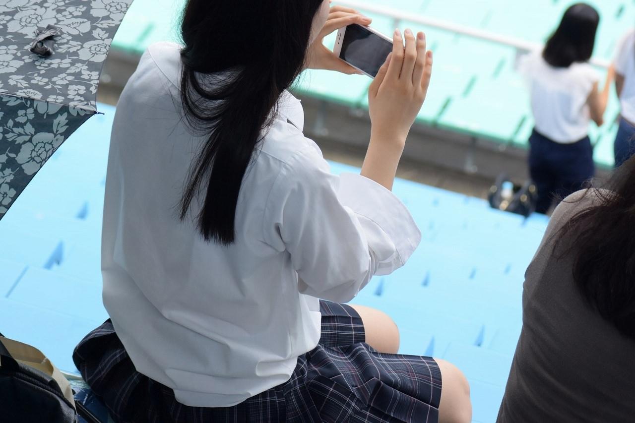 季節の変わり目にJKの制服姿が変化する街撮り画像wwwwwww hn6XOu8