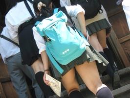 狩りに来た10代女子校生が老舗盗撮メーカーから流出の画像