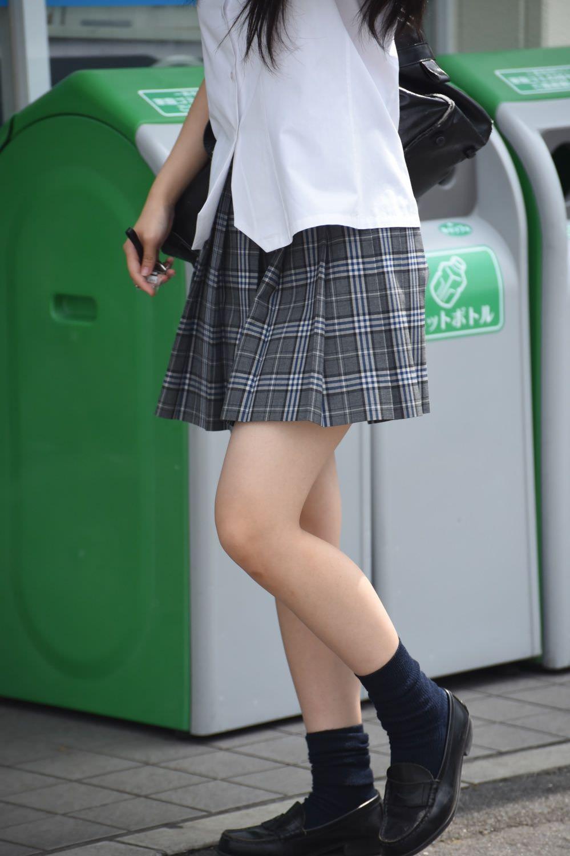 季節の変わり目にJKの制服姿が変化する街撮り画像wwwwwww rlXN8Kd