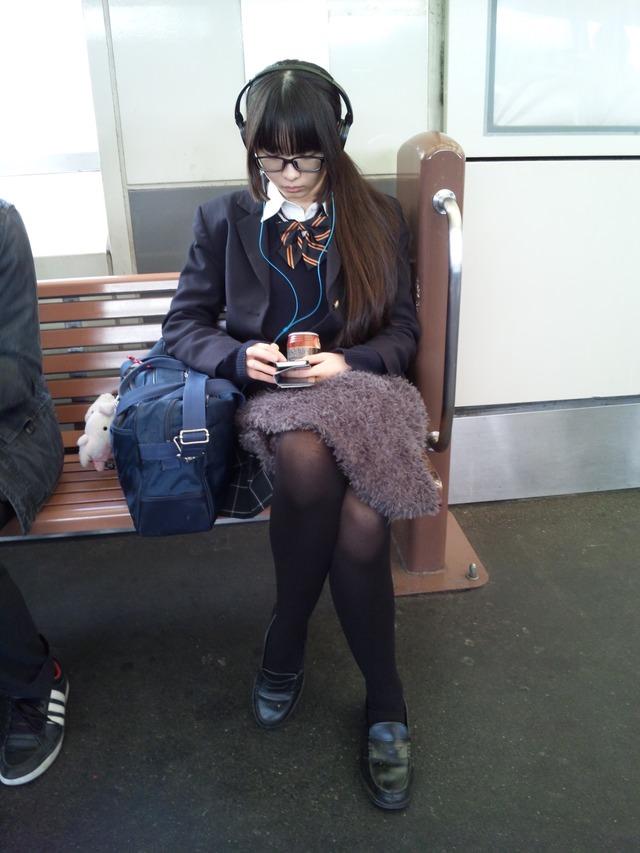 若くて元気な女子高生がはしゃぐ姿はどれも可愛いです。 zqtVT8O