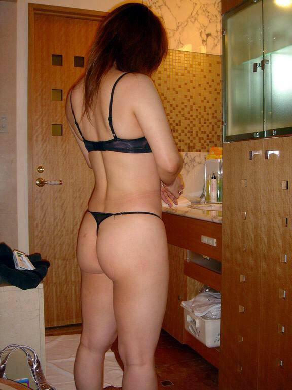 20代の若妻達のマンコに食い込むTバック尻にワイうっとりwwwww 0204