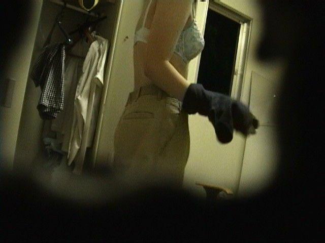 好きな同僚OLの裸が見たくて会社の更衣室をガチ盗撮wwww 06113