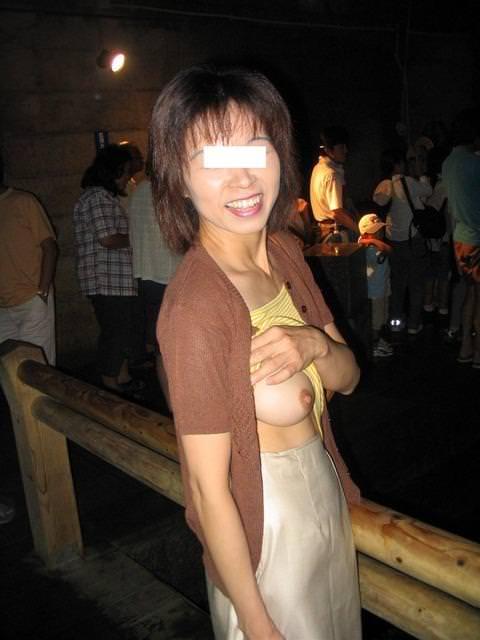 ノリノリで露出する変態娘www快感を覚えた素人娘は野外露出をやめられない!! 0653