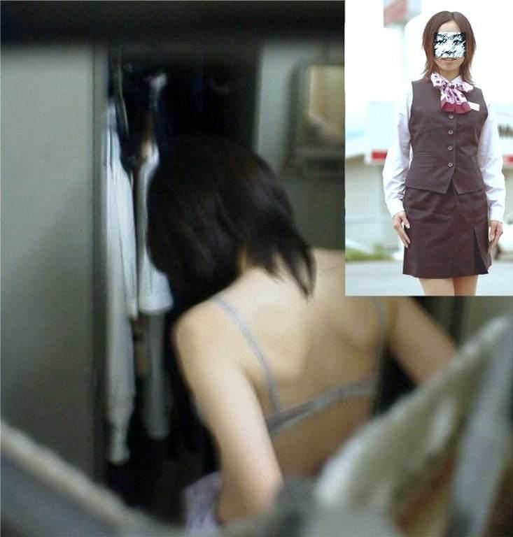 好きな同僚OLの裸が見たくて会社の更衣室をガチ盗撮wwww 0695