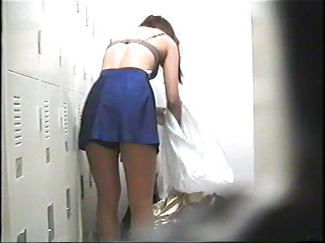 好きな同僚OLの裸が見たくて会社の更衣室をガチ盗撮wwww 0698