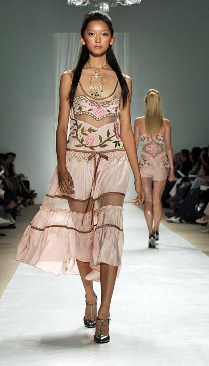 ファッションショーにおっぱい丸出しのモデル!!エロいwwwwwwww 13 3