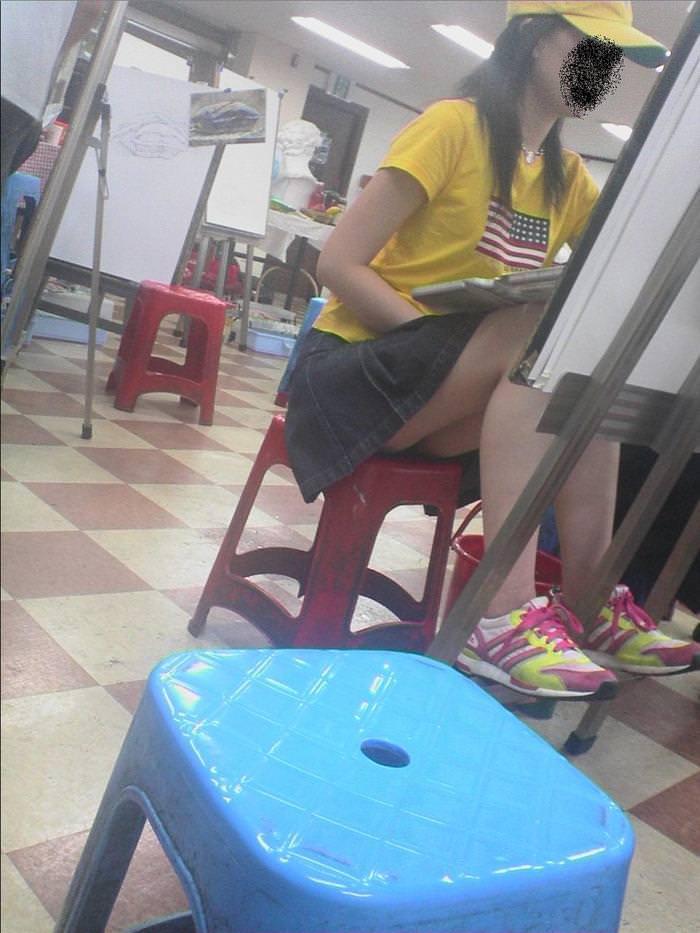 大学で授業を受ける女子大生のパンチラ盗撮画像wwwwwwwwww 15187