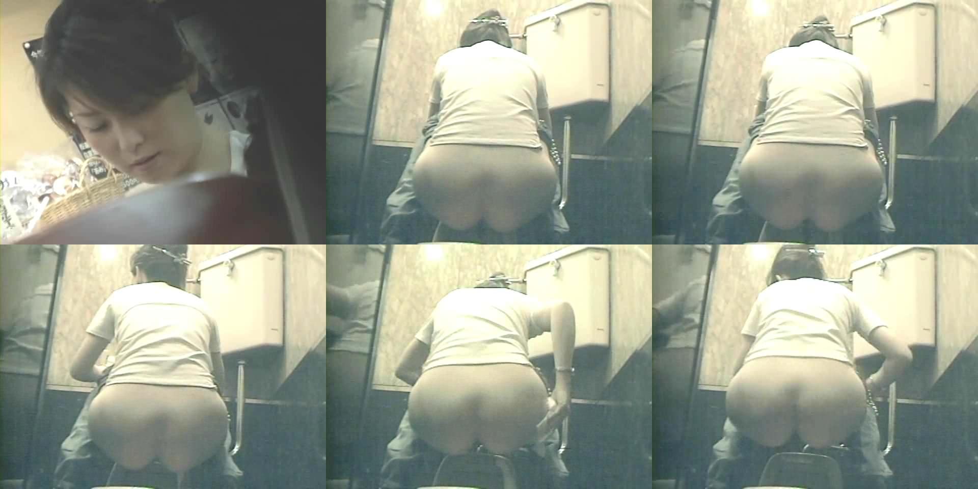 トイレでオシッコしてるお尻丸出し女性を隠し撮りwwwwwww 3068