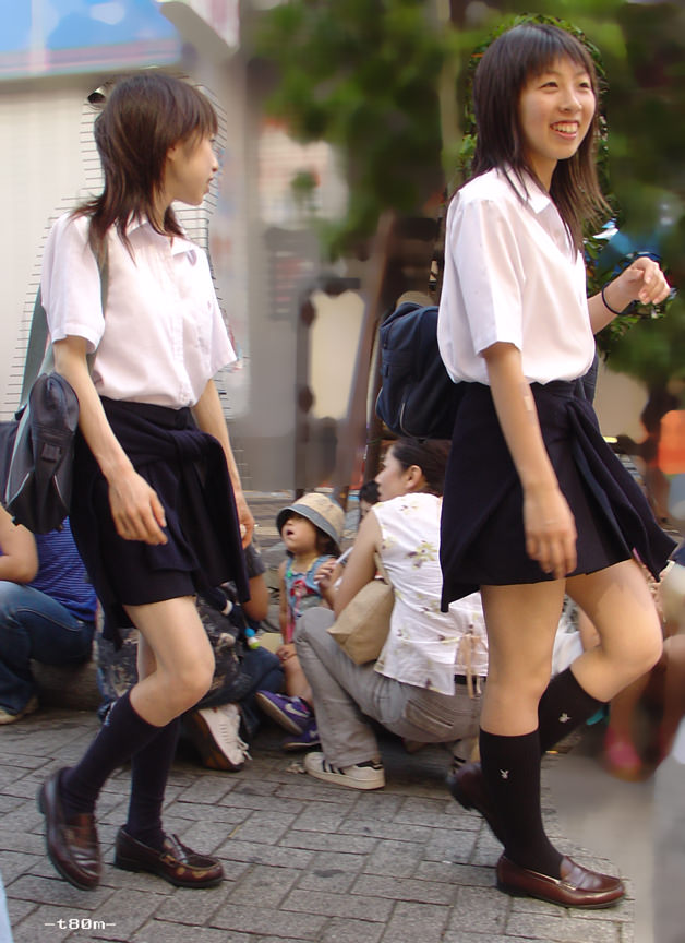 着替えてるロリ娘が通学途中のロリJKを拉致し泣き叫ぼうが関係なく暴力で屈服さしたい画像