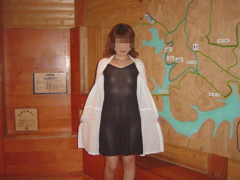 刺激の無い日常に飽きてしまった熟女が、お外でおっぱいオマンコ露出してるぞぉーwww 0347
