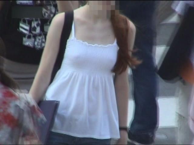 意外と見かける街中で横乳首見えてる素人女性!!!胸チラ街撮りゲットwwwww 1453