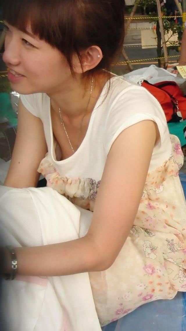 意外と見かける街中で横乳首見えてる素人女性!!!胸チラ街撮りゲットwwwww 1466