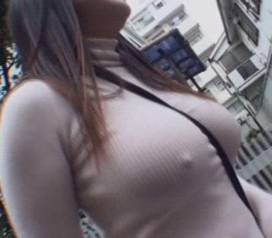意外と見かける街中で横乳首見えてる素人女性!!!胸チラ街撮りゲットwwwww 1468