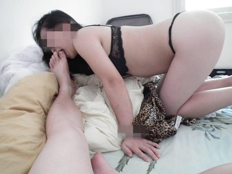お前らに性奴隷のセフレいんの???巨乳のセフレに足舐めさせてる画像貼ったる!!!! 1519
