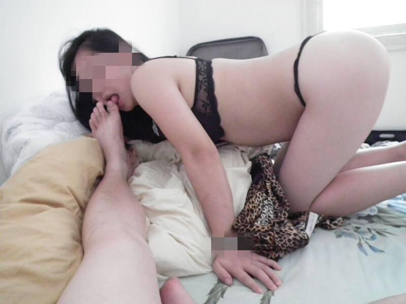お前らに性奴隷のセフレいんの???巨乳のセフレに足舐めさせてる画像貼ったる!!!! 1521