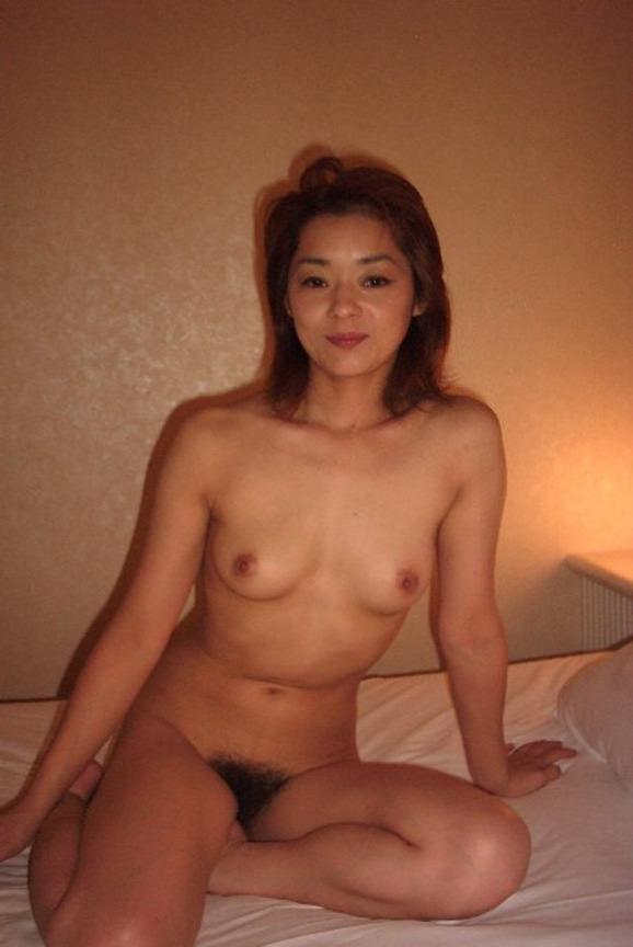 40代熟女のエチエチすぎる裸体wwwフルボッキしすぎて金玉痛いwww 1533