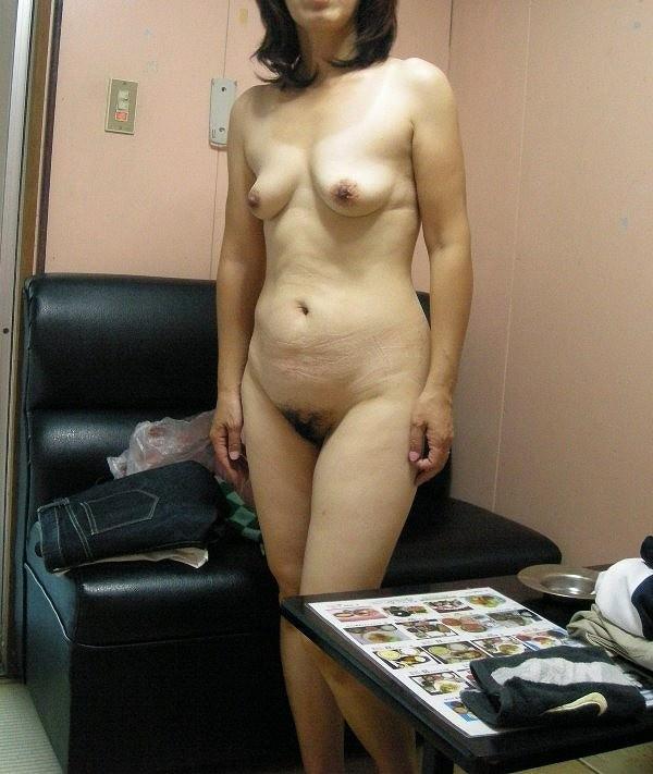 40代熟女のエチエチすぎる裸体wwwフルボッキしすぎて金玉痛いwww 1535