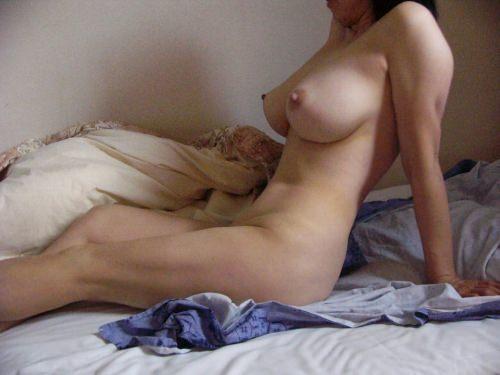 40代熟女のエチエチすぎる裸体wwwフルボッキしすぎて金玉痛いwww 1536