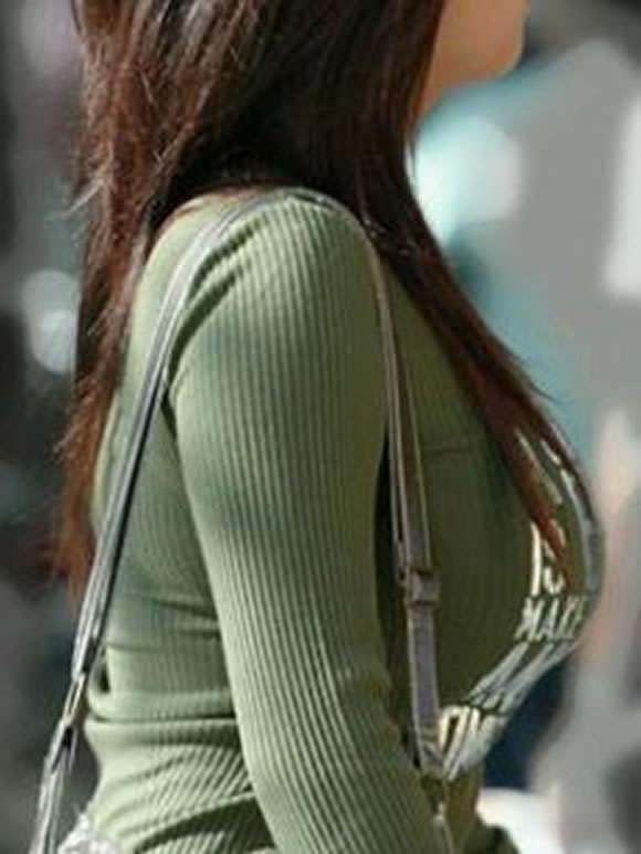 はち切れんばかりの着衣おっぱい!!!お姉さんのビッグ巨乳街撮り画像www 23384