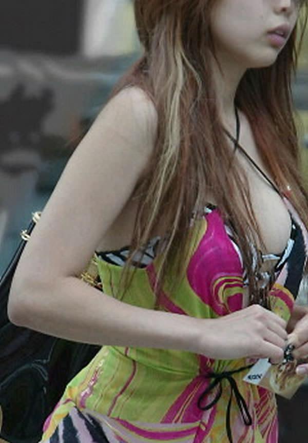 はち切れんばかりの着衣おっぱい!!!お姉さんのビッグ巨乳街撮り画像www 23387