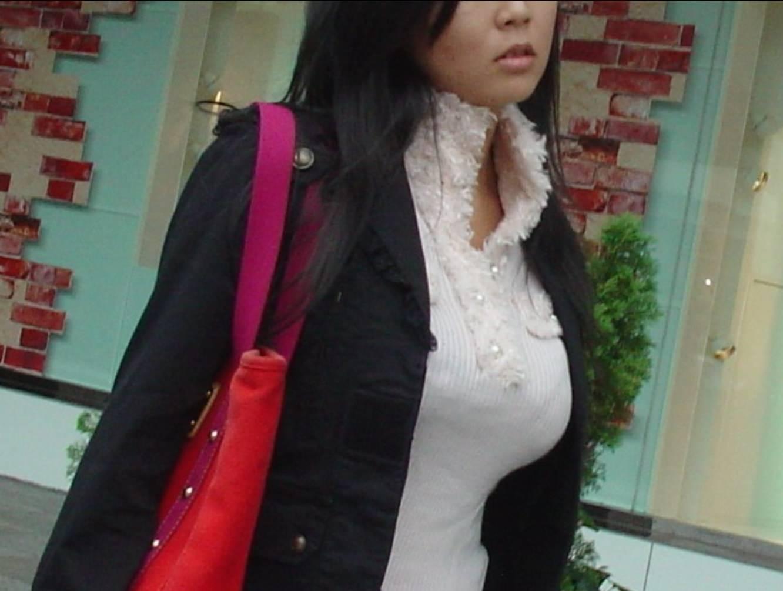 はち切れんばかりの着衣おっぱい!!!お姉さんのビッグ巨乳街撮り画像www 23397