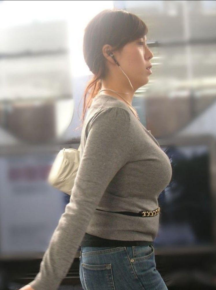 はち切れんばかりの着衣おっぱい!!!お姉さんのビッグ巨乳街撮り画像www 23399