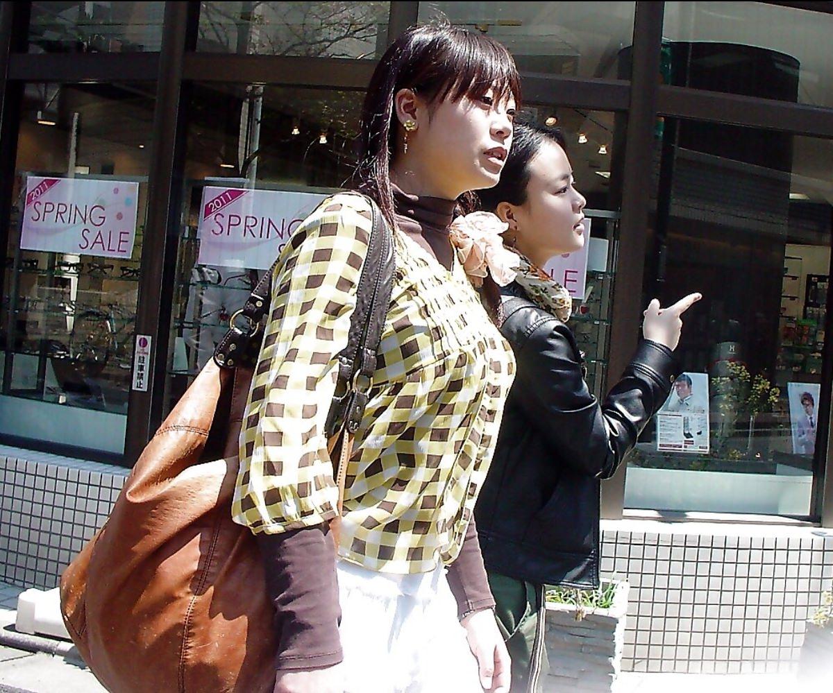 はち切れんばかりの着衣おっぱい!!!お姉さんのビッグ巨乳街撮り画像www 23400