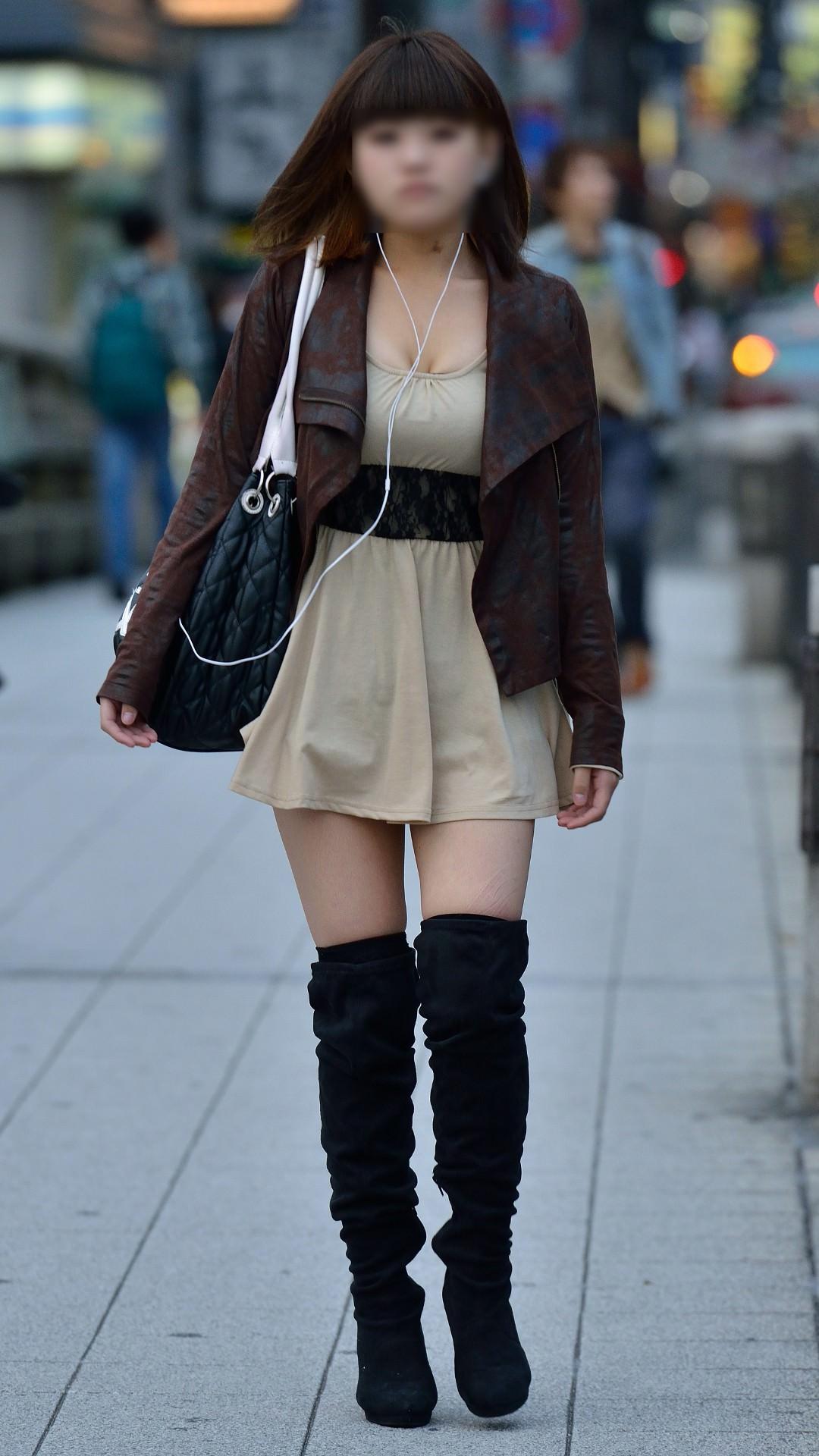 はち切れんばかりの着衣おっぱい!!!お姉さんのビッグ巨乳街撮り画像www 23402