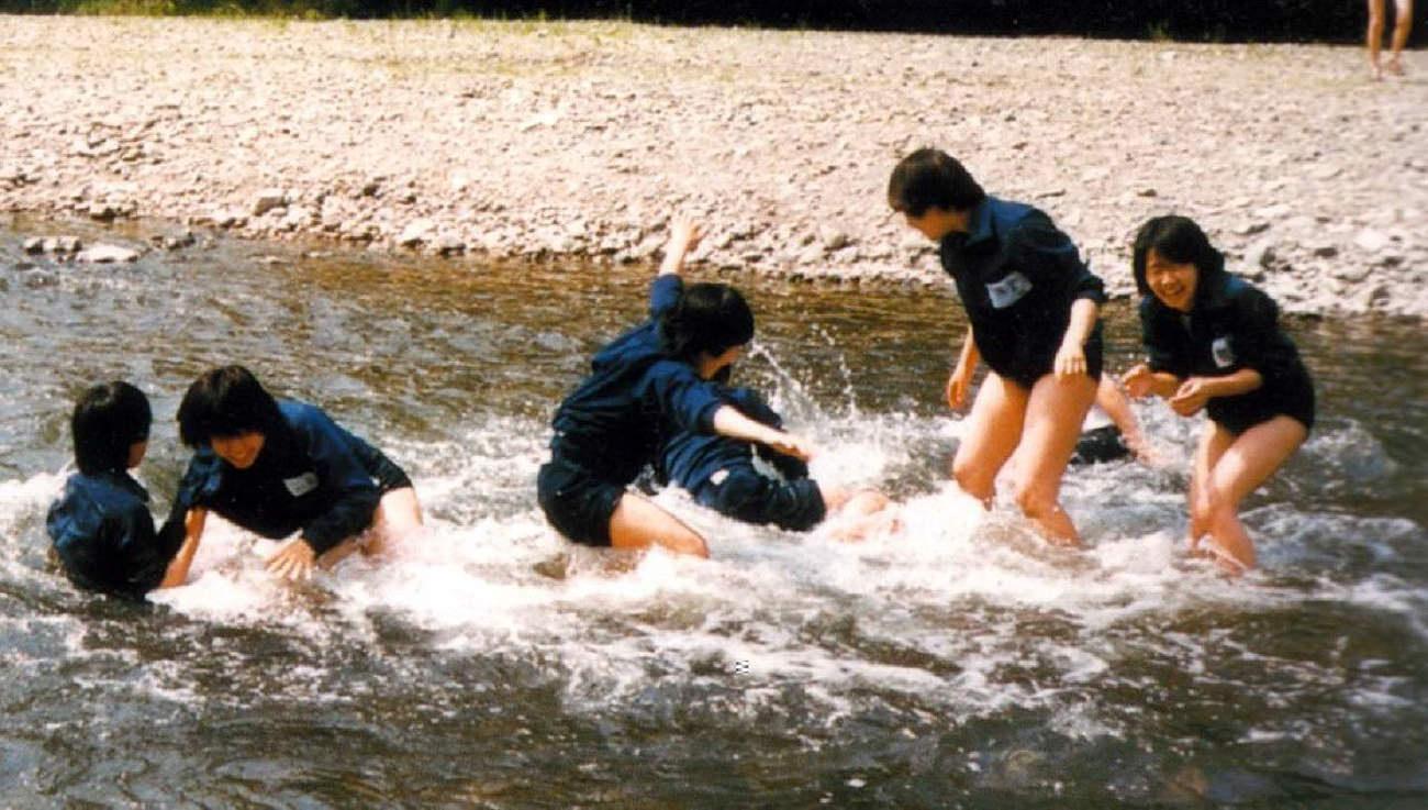 無邪気な水遊びをするJK!!!若い身体の肌の張りが素晴らしいwww CrD16m6