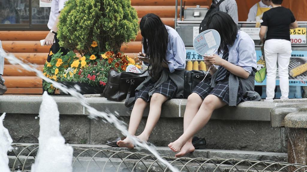 猛暑日が続く中でも、JK画像をお楽しみくださいwwwwwwww taNiYpc