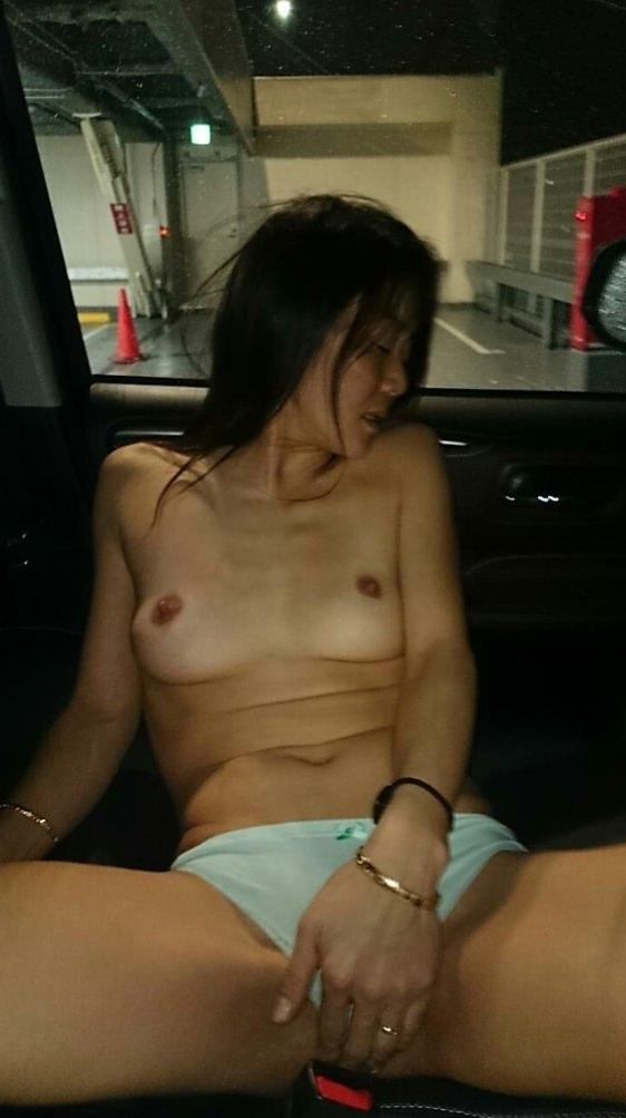彼女が恥ずかしがる姿が可愛い杉るwww昼間のカーセックスが激しくおすすめ!!!!!! 0813