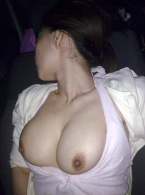 彼女が恥ずかしがる姿が可愛い杉るwww昼間のカーセックスが激しくおすすめ!!!!!! 0822