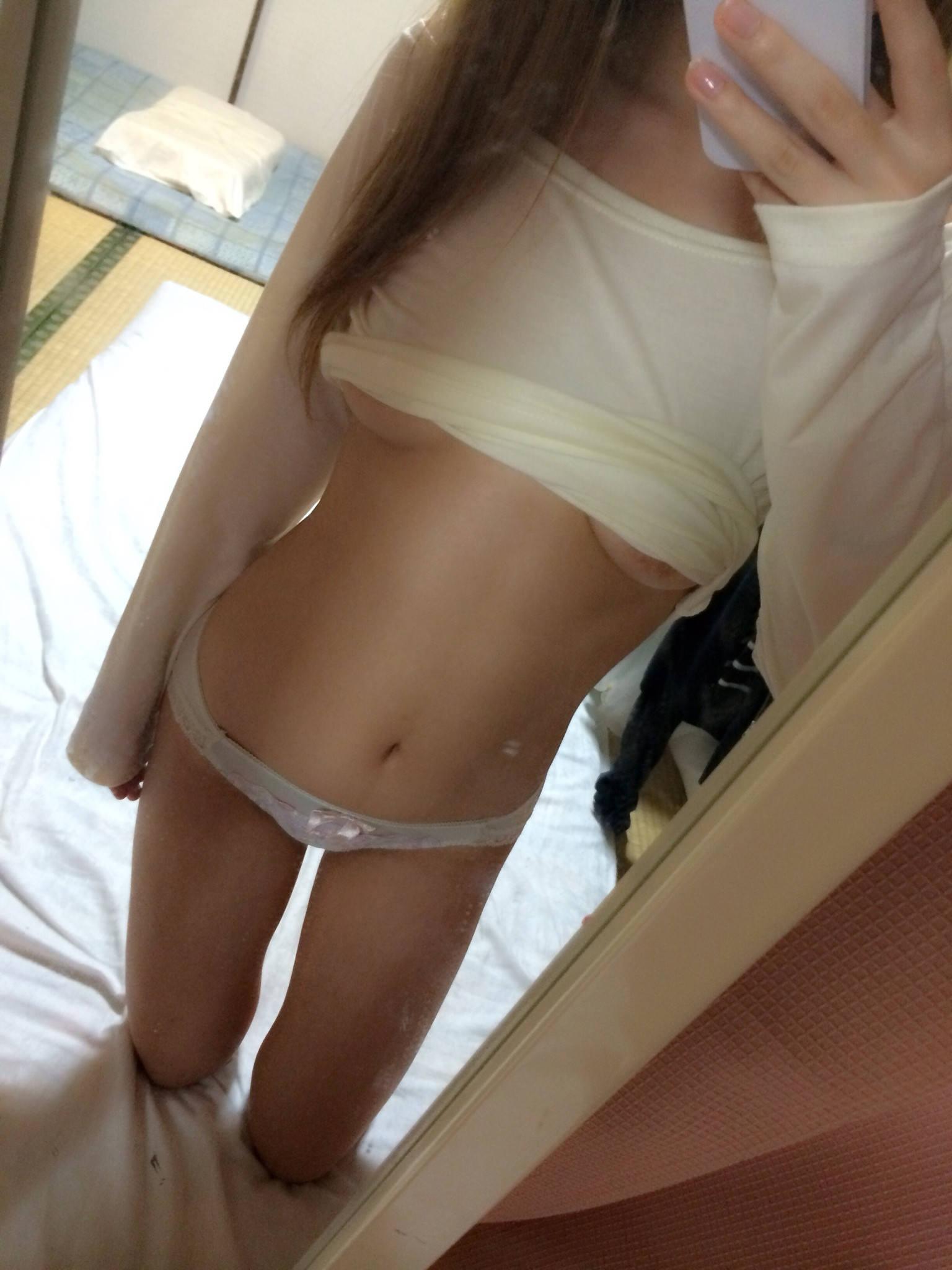 若い娘が下着姿やオマンコ自撮りしてネットに投稿してるぞぉーwwwwwwwwwwww 2746