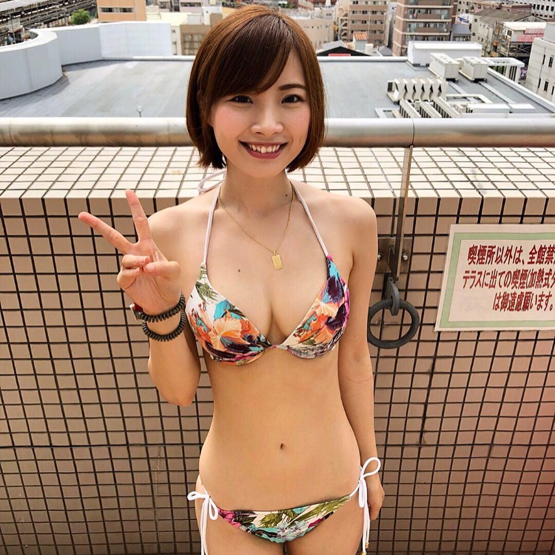 この巨乳素人娘の水着姿に何点つける??? zR7nQ2Q
