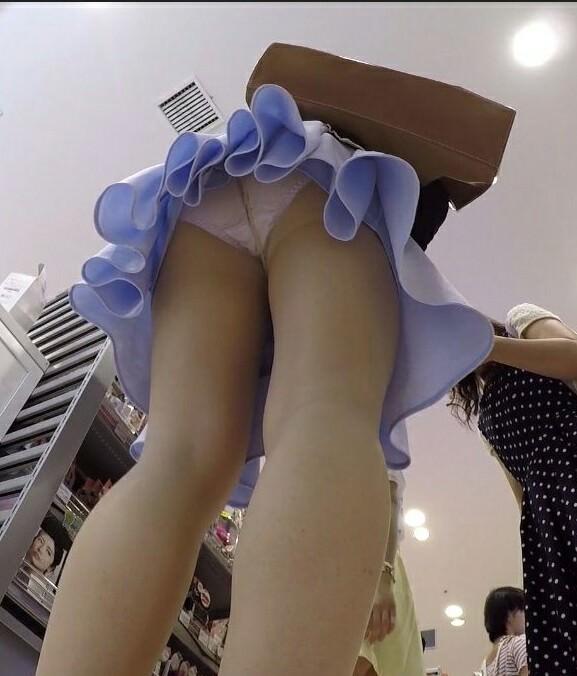 お店でお買い物中のお姉さんのパンチラ画像!可愛いお姉さんばかりで貴重なパンツwww 2254
