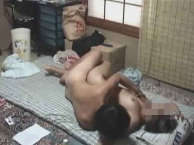 近所のアパート住まいのギャルの部屋盗撮!!!彼氏連れ込んでセックスしてるwwwwwww 2422