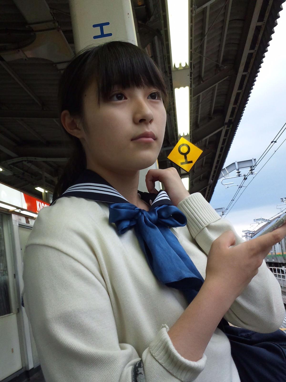 電車にエチエチな制服JKいるけどハレンチすぎない?????? kKBAugA