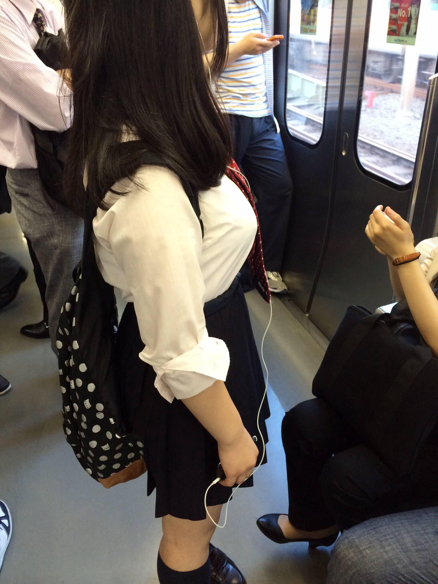電車にエチエチな制服JKいるけどハレンチすぎない?????? miE3fo0