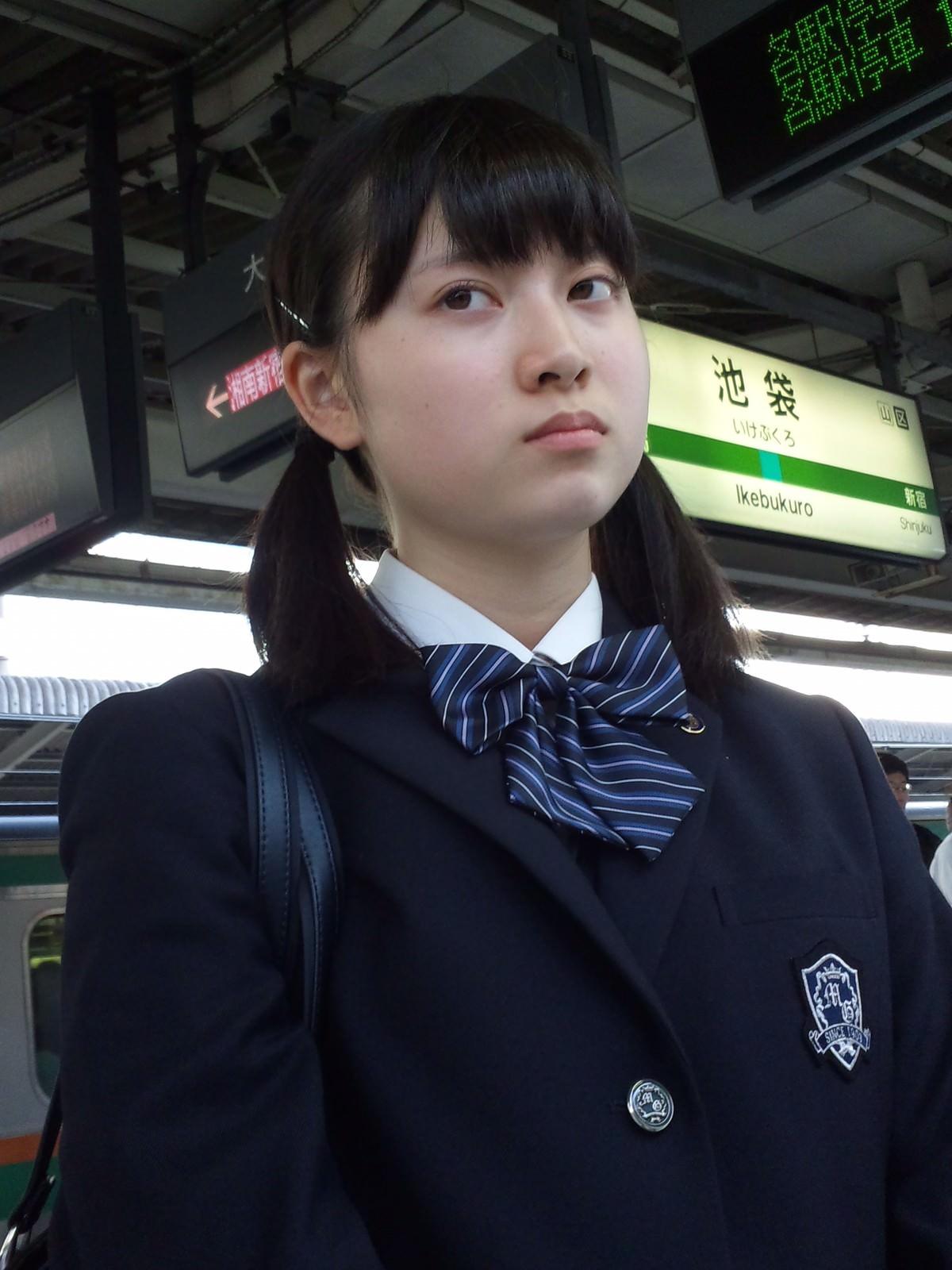電車にエチエチな制服JKいるけどハレンチすぎない?????? zuOKtjK