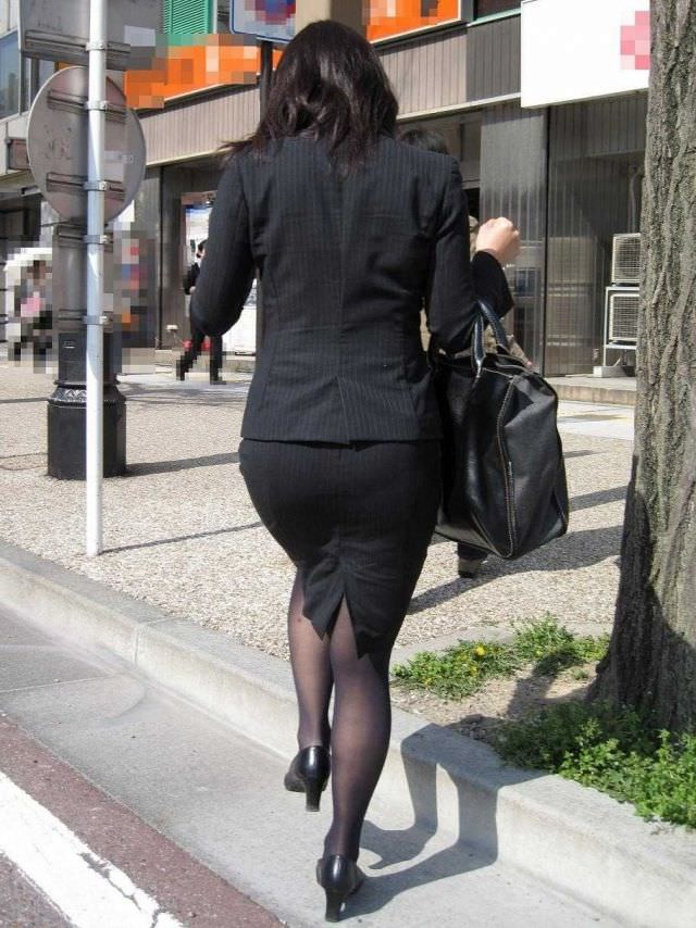 スーツのお尻にパンツが浮き上がってるエロ画像ください。 1569
