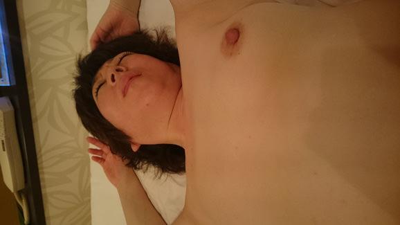30代人妻が旦那のチンポが気持ち良すぎてよがってるぞぉーwwwアクメ顔セックス最高にエロいぜぇーwww 2133