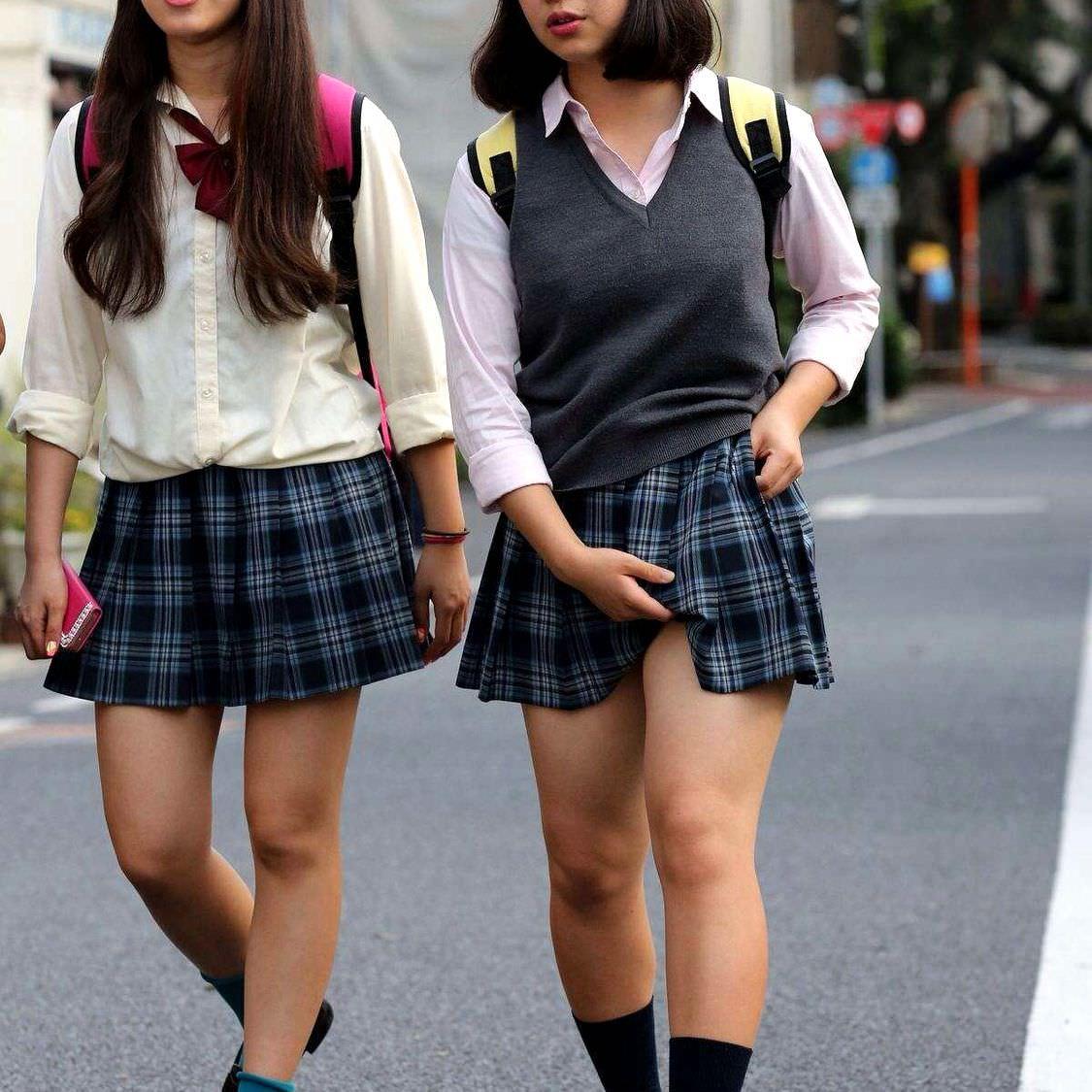発育した女子高生のおっぱいやお尻はいつ見ても素晴らしいですwwwwwwww 7MnETRW