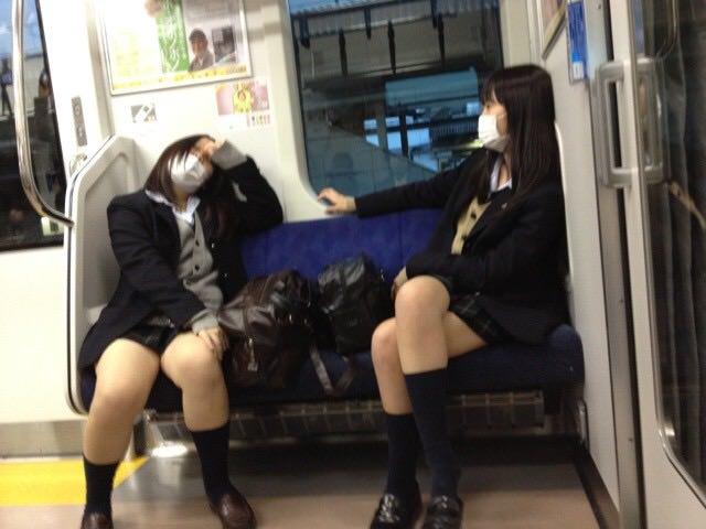 女子高生のエッチな太もも画像で抜いてから寝たいので貼ってけwwwwwww SViN3rg