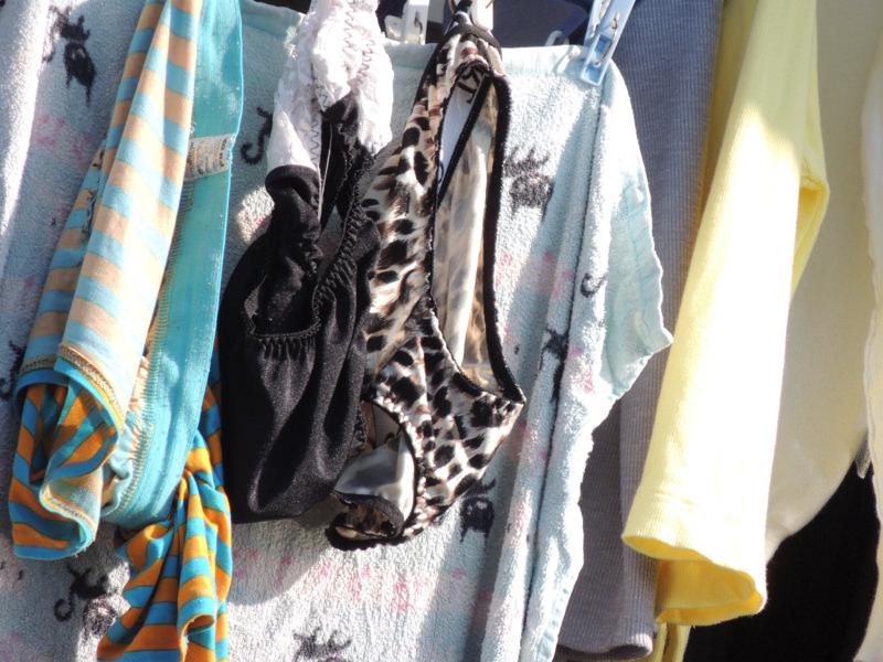 エッチな団地妻が洗濯済みの下着をベランダに大量に干してるぞぉーwwwwwwwww YSsqvVl